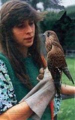 Katharina Aberle mit Vogel